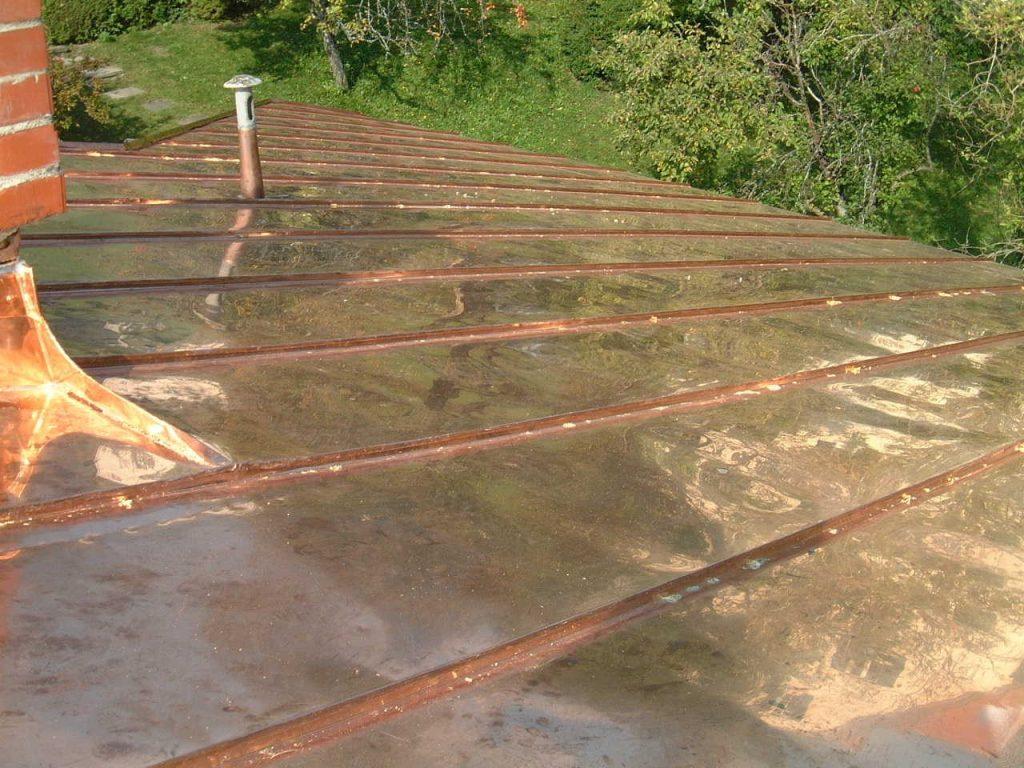 Kupfer-Blechdach in der Ausführung einer tradionellen Stehfalzdeckung, ausgeführt in Graz-Umgebung