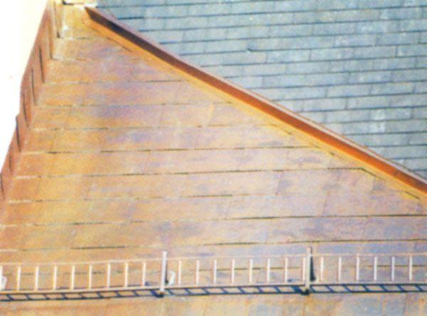 Ausführung einer Kupfer-Spiegeldeckung, als historische Dachdeckung ausgeführt