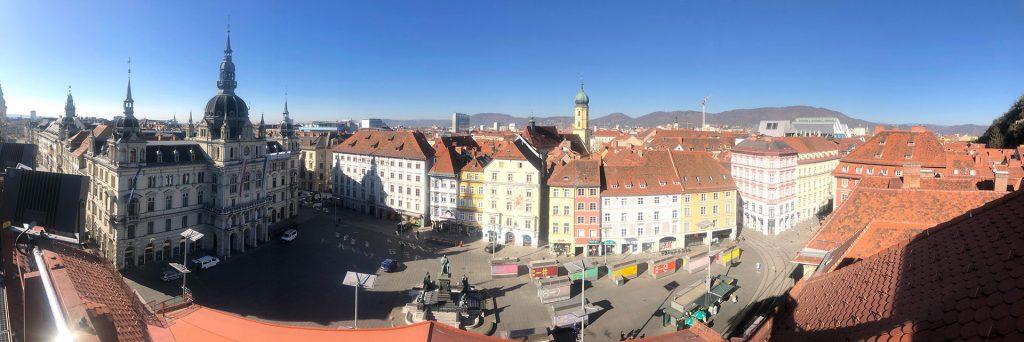 Über den Dächern von Graz. Überblick über die historische Dachlandschaft.